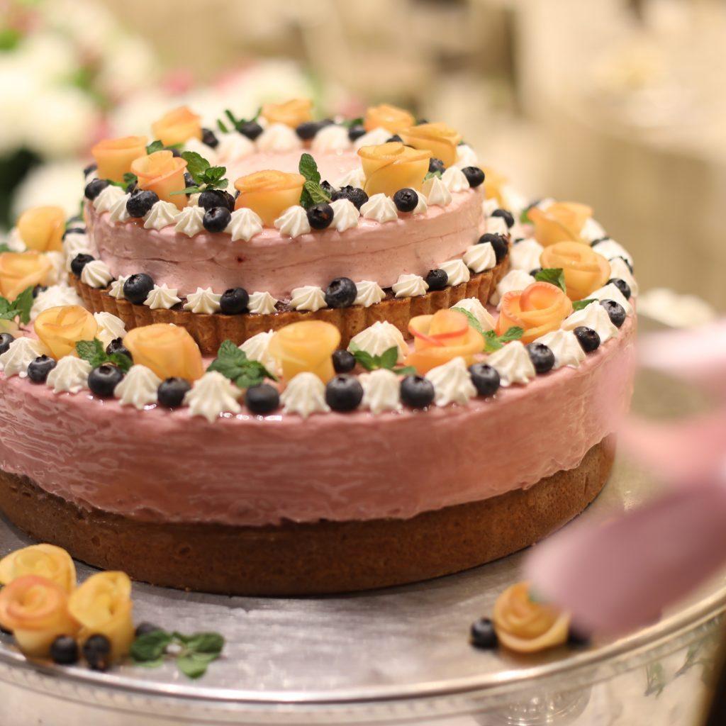 目で見て、食べて楽しめるウェディングケーキに